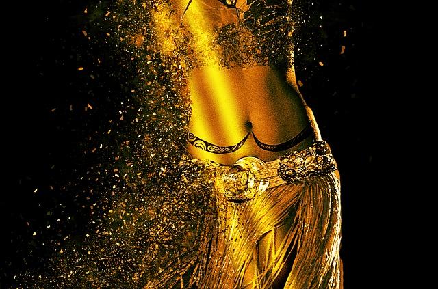 רקדנית בטן לחינה